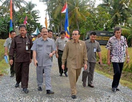 Mentan Suswono Hadiri Panen Raya Kedelai 70 Hektar di Lombok