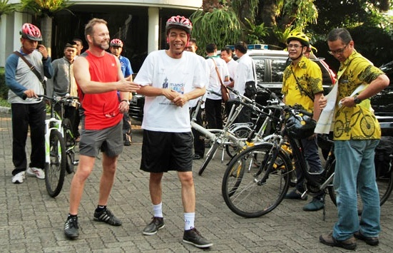 Norway Ambassador for Indonesia Choose Cycles to His Office