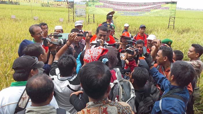 Mesin Panen `Ganjal` Kunjungan Mentan di Kabupaten Ngawi