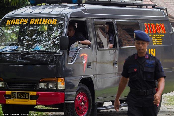 Pelaku Teror Bom Bunuh Diri di Medan Ditangkap Polisi, Ini Foto-fotonya