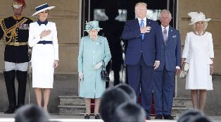 US President are Greeted by the Queen at Buckingham Palace