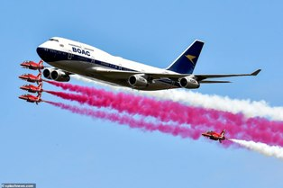 Akrobatik Udara Red Arrows Peringati Seabad British Airways