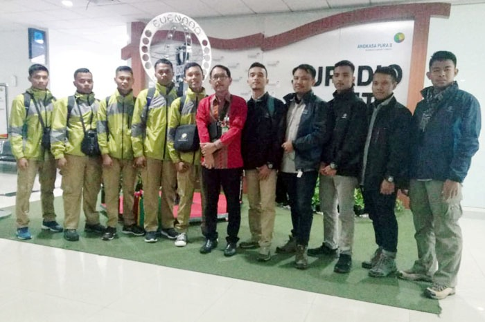Indonesian Students accompany Farmers in the Border Region