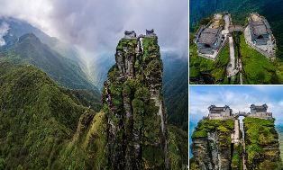 Empat Jam Naiki 8.800 Anak Tangga, Capai Kuil Kembar di China