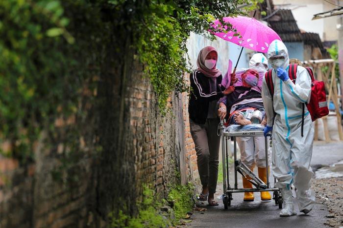 Virus Variants a Concern in Indonesia as Regional Clusters Grow