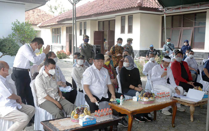 Indonesian Govt Oversees the Distribution of Subsidized Fertilizer for Farmers