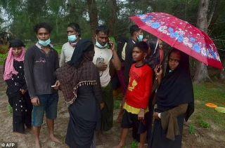 Puluhan Warga Rohingya Terdampar di Pulau Aceh Timur